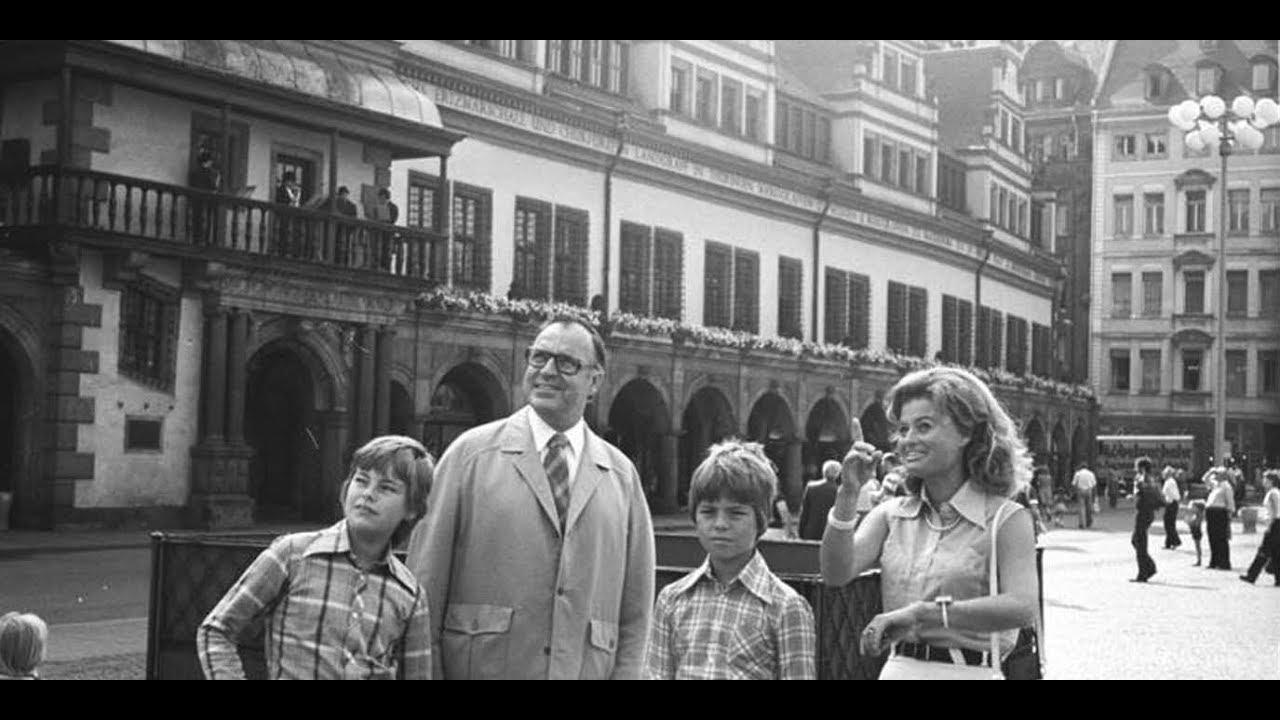 Die erleuchteten Kreise hinter Helmut Kohl